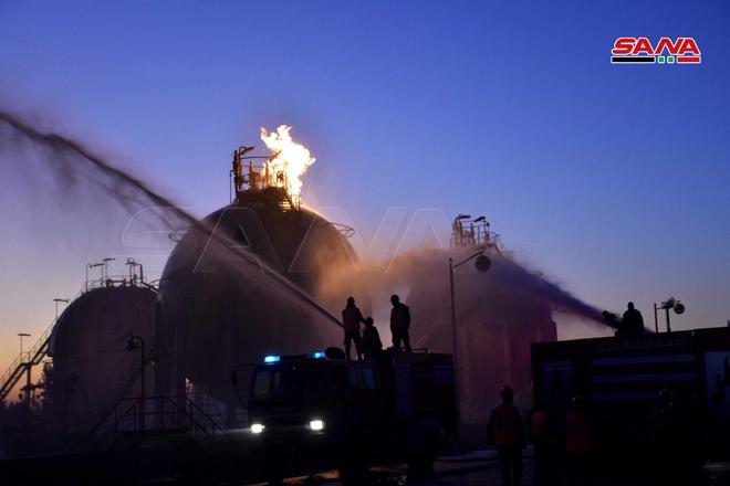 Photo of وزير النفط: تمت السيطرة على الحريق وصيانة بدأت بالمنشآت المتضررة