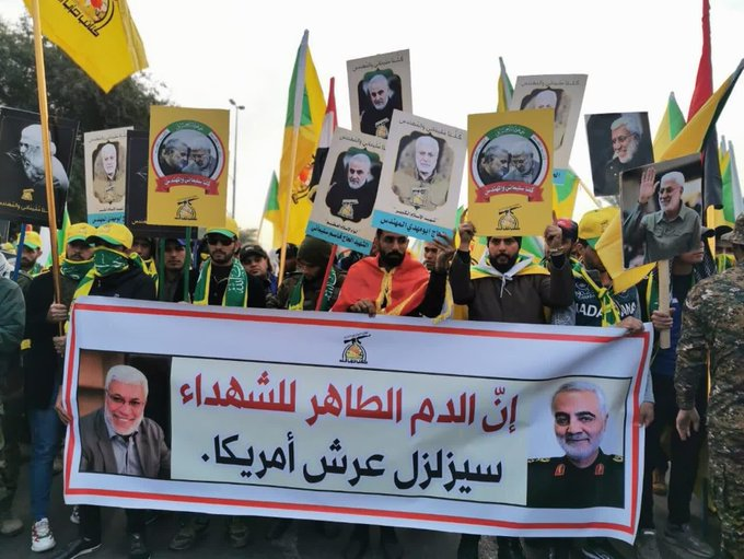 Photo of آلاف العراقيين يشاركون بمراسم تشييع القادة الشهداء في بغداد