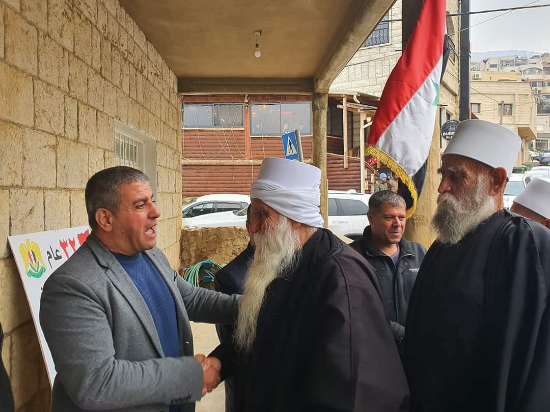 Photo of وفد من أهلنا في عين قنيه يهنيء الاسير صدقي المقت بالحرية