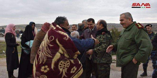 Photo of Syrian Arab Army secures some families who remained in Ma'arat al-Numan city