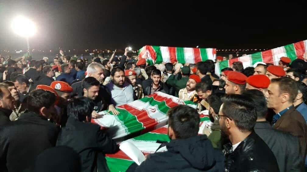 "Photo of جثمان القائد الشهيد ""قاسم سليماني"" يصل إلى إيران"