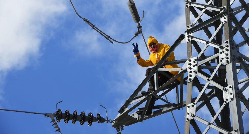 Photo of معاون وزير الكهرباء يَعدّ بانفراج قريب