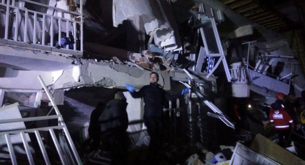 Photo of وفاة 7 وإصابة 5 آخرين إثر زلزال ضرب حدود تركيا