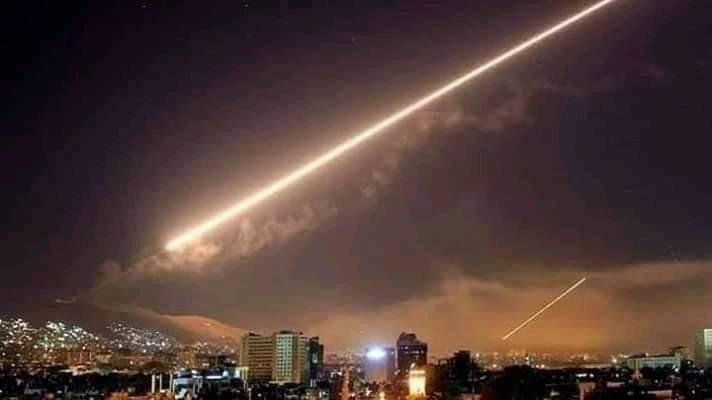 Photo of دفاعاتنا الجوية تتصدي لصورايخ العدوان الاسرائيلي الذي استمر 45 دقيقة مستهدفة سماء دمشق و القنيطرة و درعا