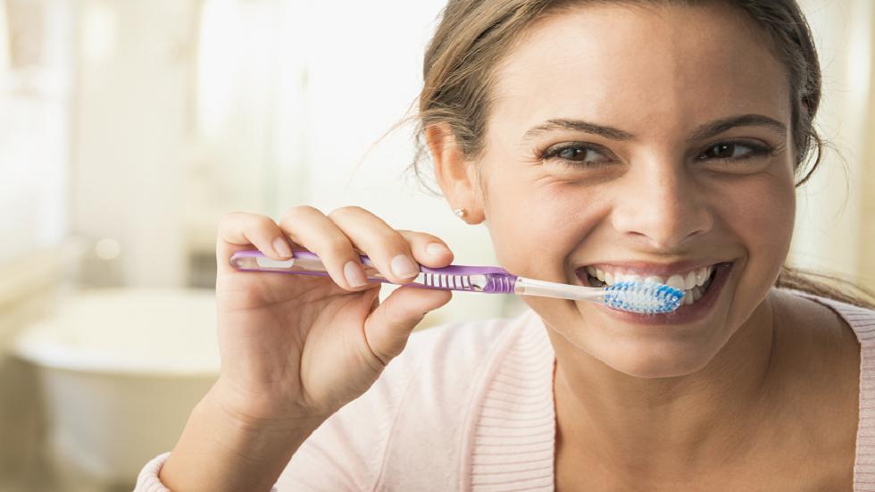 "Photo of تنظيف الأسنان 3 مرات يوميا يحد من خطر ""القاتل الصامت"