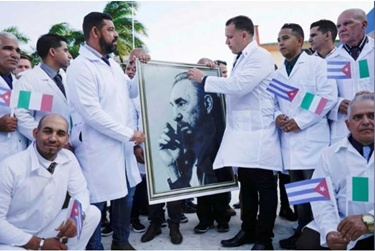 Photo of كوبا تُرسل فريقاً طبياً إلى إيطاليا لمكافحة كورونا