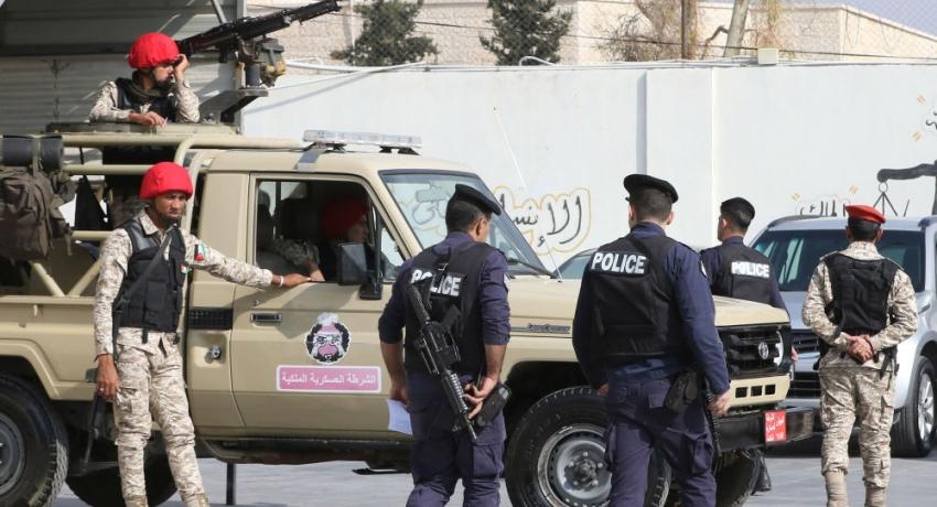 Photo of بسبب كورونا.. الجيش الأردني ينتشر بمداخل المدن الرئيسية