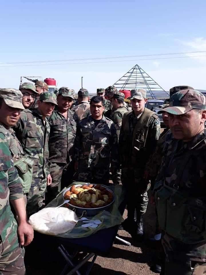 Photo of قرية المنيذرة تقدم وجبات طعام لأفراد الجيش العربي السوري في محافظة السويداء