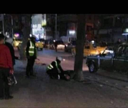 Photo of ما حقيقة الفيديو المتداول لشخص سقط أرضاً في أحد شوارع دمشق؟