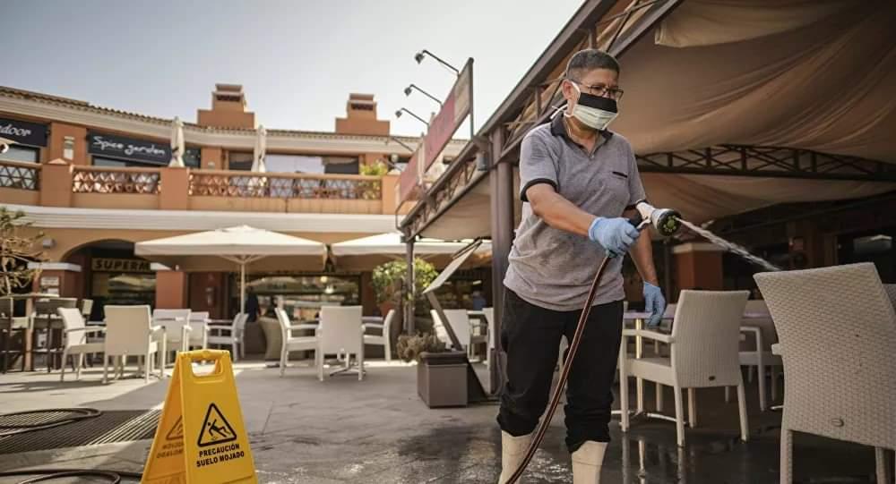 Photo of اعتقال امرأة في مسبح فندق لمخالفتها الحجر الصحي