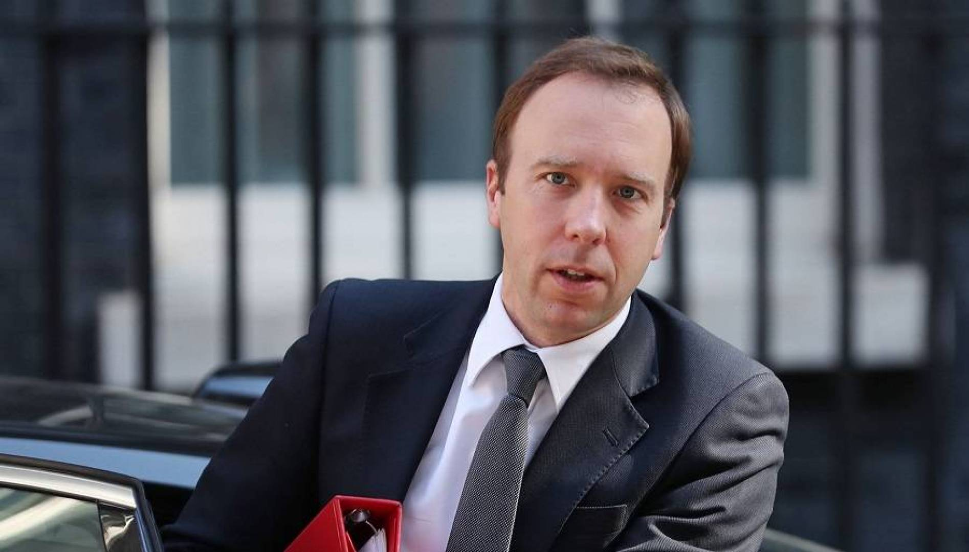 Photo of وزير الصحة البريطاني يعلن إصابته بفيروس كورونا
