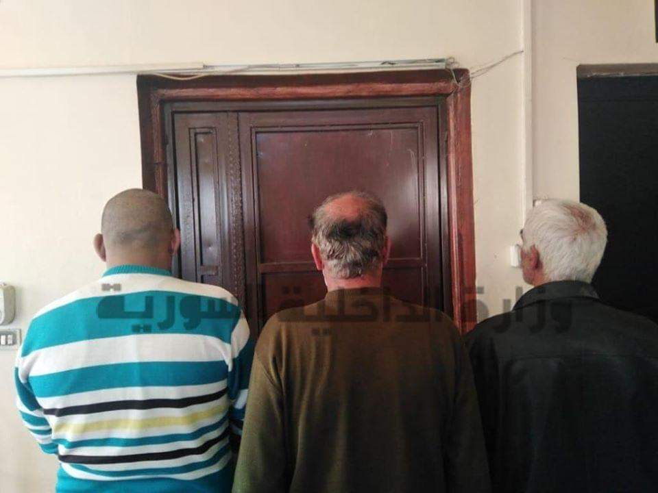 Photo of القبض على من ضرب المرأة و زوجها عند توزيع الخبز في صحنايا