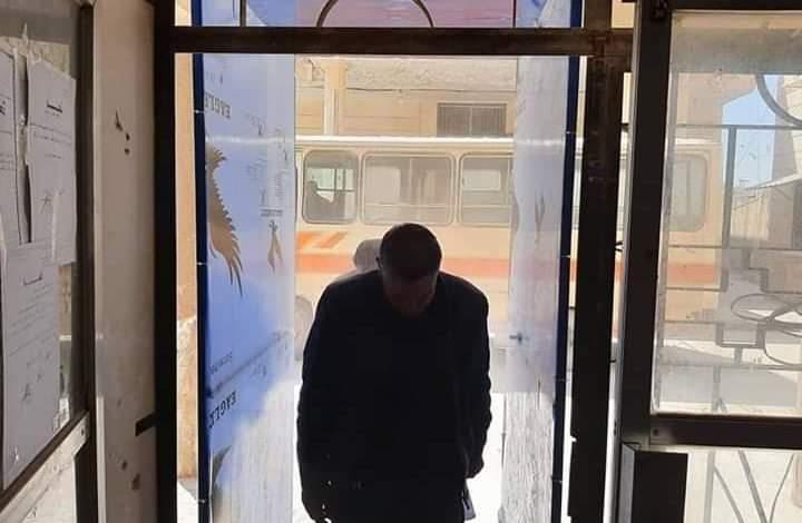 Photo of جهاز تعقيم في مدخل الشركة العامة لصناعة الإسمنت في حماة ابتكره فنيو الشركة