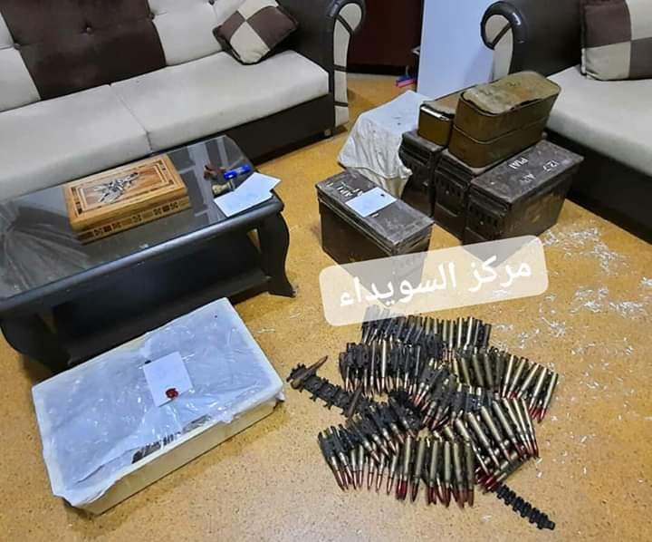 Photo of مصادرة أسلحة و ذخيرة و تسليم ثلاثة خارجين عن القانون في مدينة صلخد بمحافظة السويداء