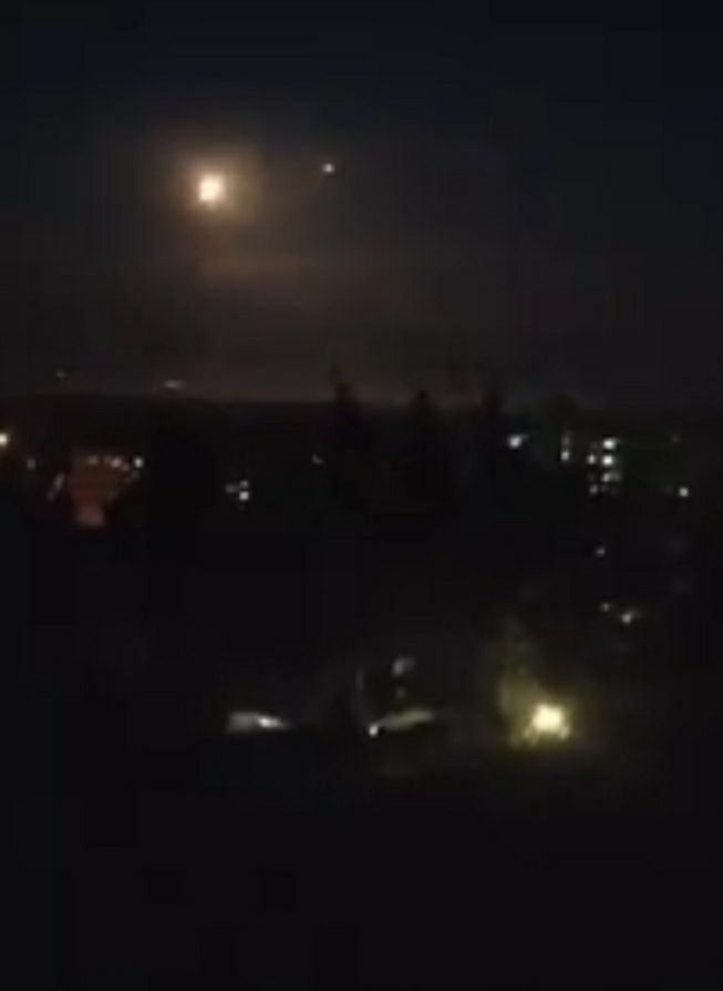 Photo of الدفاع الجوي يتصدى لعدوان اسرائيلي فوق دمشق