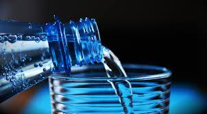 Photo of ماذا يفعل شرب الماء مع تناول الطعام