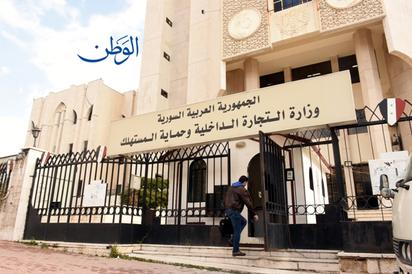 Photo of «التموين» تلزم تجار سوق الهال بتصدير فواتير تحمل أسعار مبيع الجملة والمفرق للخضر والفواكه