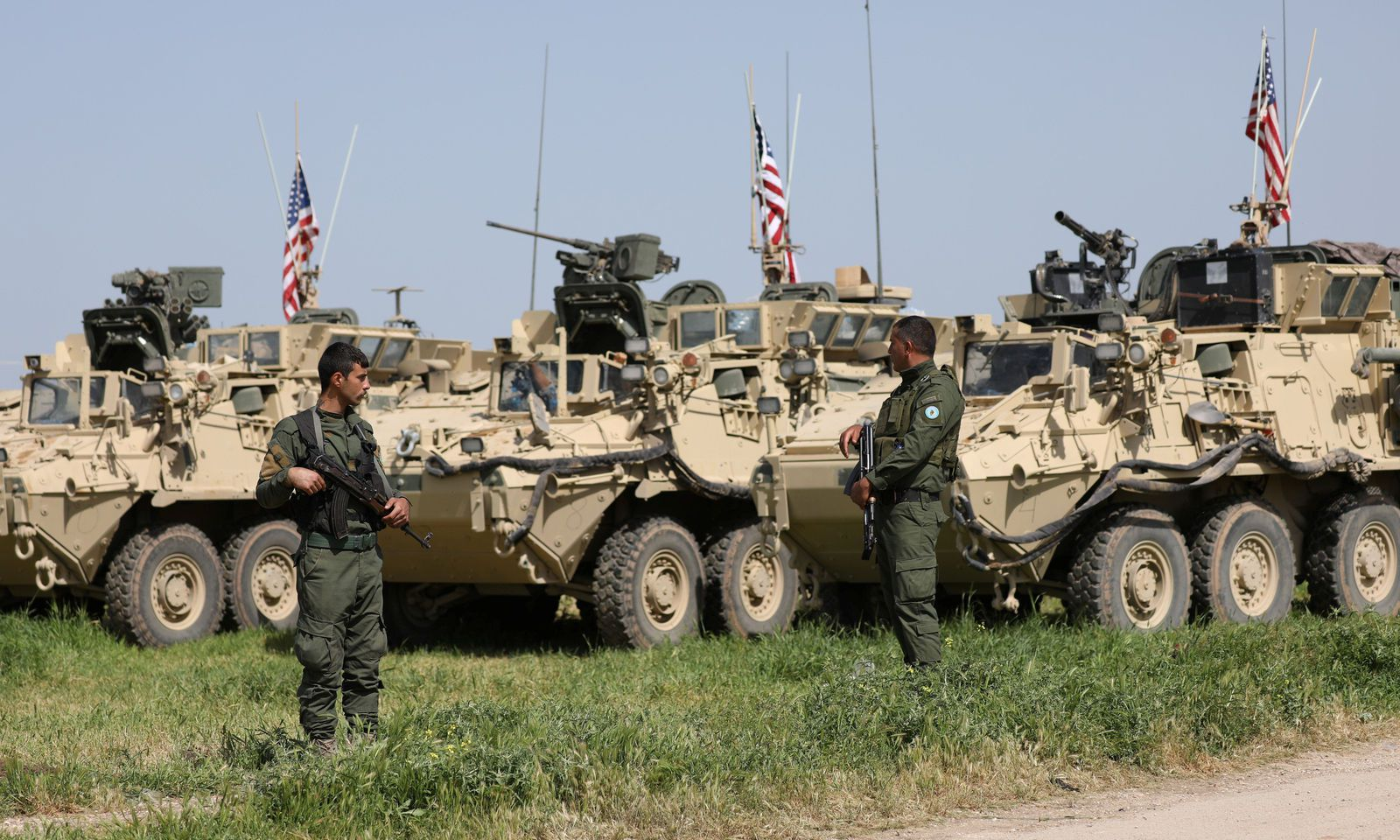 Photo of مدرعات أمريكية قادمة من العراق تدخل حقل نفط سوري