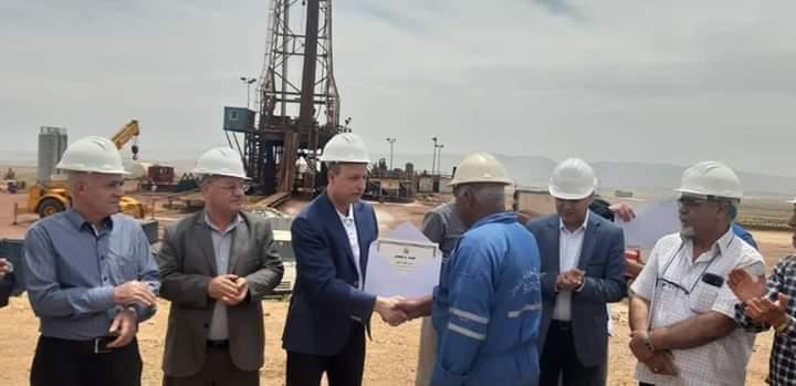 Photo of النفط: بئر قارة ٨ في الانتاج ب١٥٠ ألف م٣ يومياً.