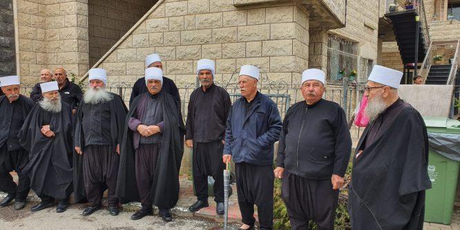 أبناء الجولان السوري المحتل يضعون أكاليل الزهر على أضرحة الشهداء