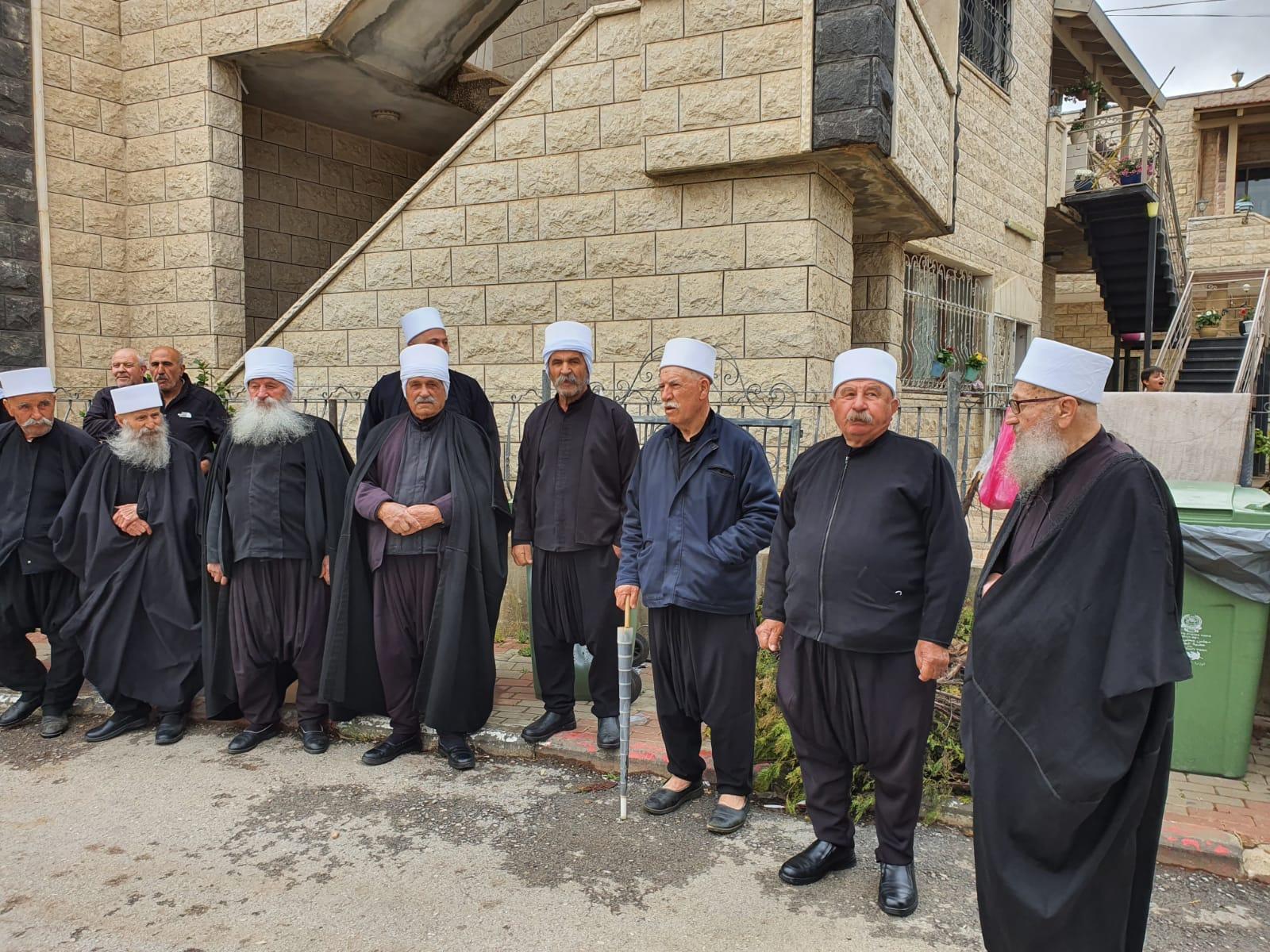 Photo of أبناء الجولان السوري المحتل يضعون أكاليل الزهر على أضرحة الشهداء