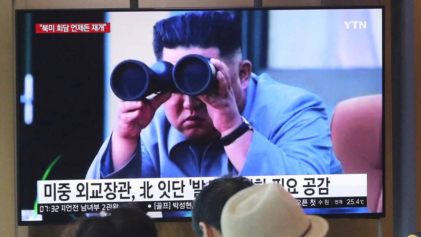 Photo of بعد اشاعة موته.. زعيم كوريا الشمالية يظهر علناً
