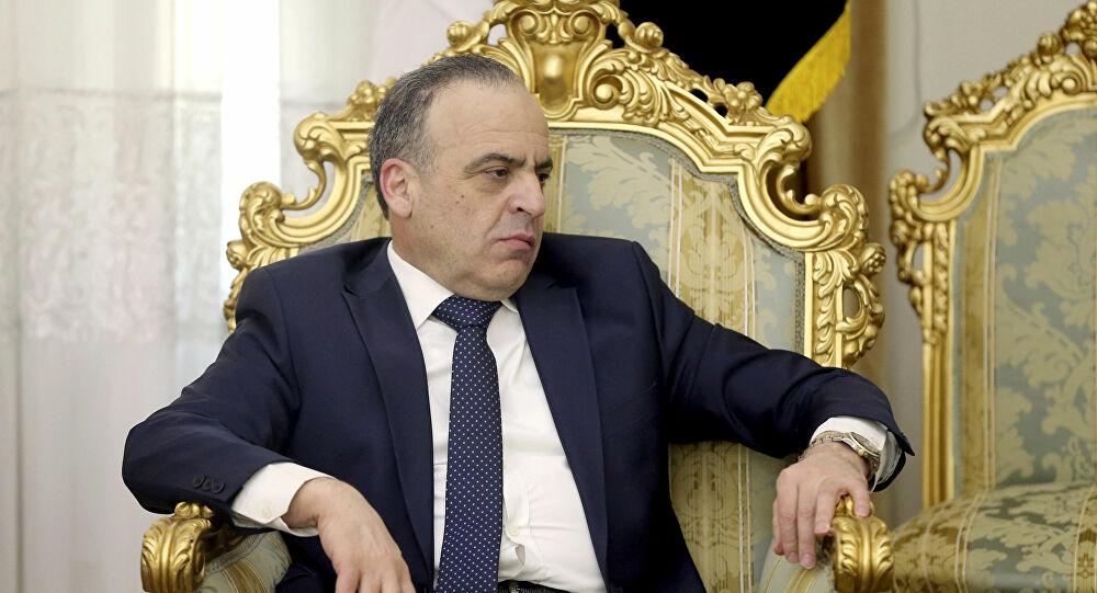 """Photo of مسؤول يكشف عن سر توقيت المرسوم القاضي بإعفاء """"عماد خميس"""""""