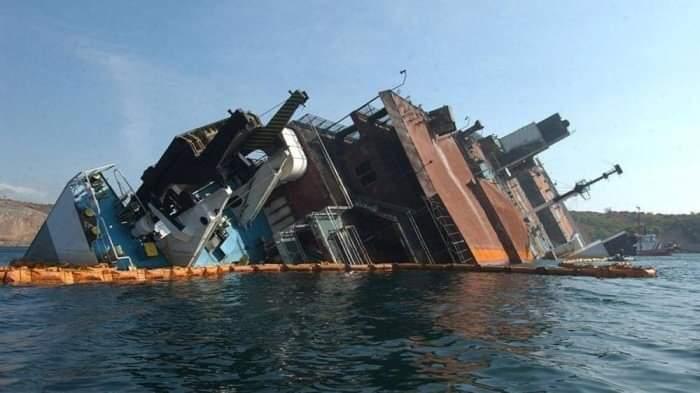 Photo of غرق باخرة إيرانية قبالة سواحل العراق