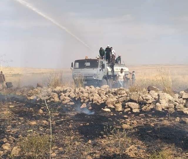 Photo of إخماد حريق كبير بريف السويداء الجنوبي في المنطقة المتاخمة للحدود الأردنية