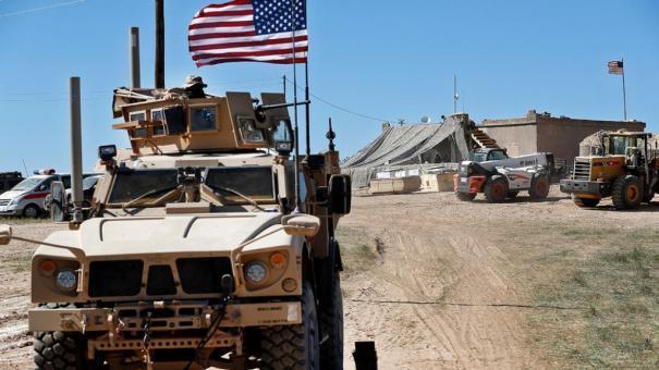 Photo of شرق الفرات… قرية فارسوك تطرد رتلاً أمريكيا وتحرق العلم الأمريكي.. فيديو