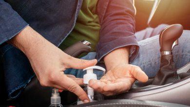 Photo of هل ترك معقمات اليدين داخل السيارة يشكل خطورة؟