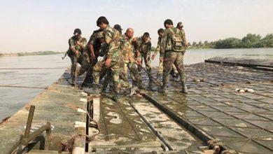 Photo of الجيش السوري والقوات الروسية تنصب جسراً متحركا فوق الفرات لعبور الآليات العسكرية