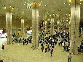 Photo of متظاهرون إسرائيليون يغلقون مطار اللد