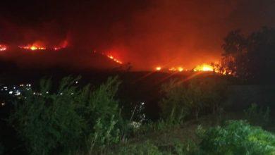 Photo of النيران تقترب.. نزوح عدد من الأهالي «حزور وعين حلاقيم» بريف حماة