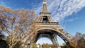 Photo of «برج إيفل» تحت تهديد القنابل