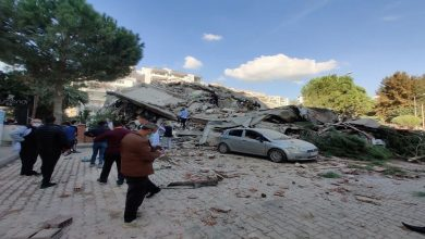 Photo of انهيار عدة مباني بزلزال مخيف ضرب سواحل تركيا