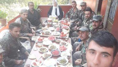 Photo of والدة شهيد تقدم الفطور لجيش العربي السوري في وادي العيون
