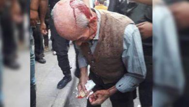 "Photo of ""خبز مغمس بالدم"".. طابور خبز يدمي مسنّاً في حلب"