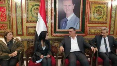 Photo of محافظ طرطوس يتلقي المعلمة نغم علي