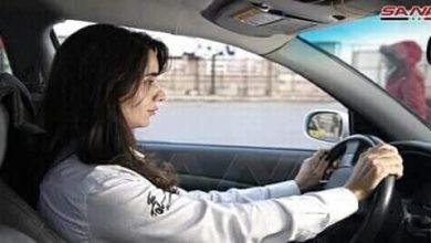 """Photo of امرأة خلف مقود التكسي في """"شوارع دمشق"""""""