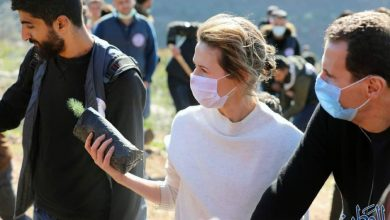 Photo of President al-Assad and Mrs. Asma al-Assad participate in afforestation of Harsh al-Tufaha area in al-Drekish countryside with voluntary teams of Syrian students