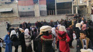 """Photo of بالصور أزمة الخبز من أمام """"أفران ابن العميد""""… الربطة ٦٠٠ ليرة!"""