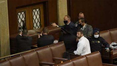Photo of مواجهة مسلحة داخل الكونغرس والشرطة تطالب النواب بالاختباء