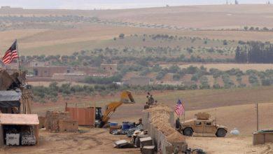 """Photo of الاحتلال الأمريكي ينقل دفعة من إرهابيي """"داعش"""" إلى محيط قاعدته في التنف بسوريا"""