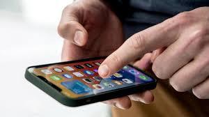 """Photo of خطوات لتتأكد من مسح كافة """"بياناتك الشخصية قبل بيع هاتفك ؟"""