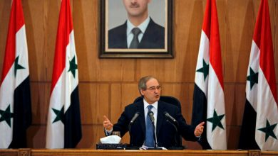 """Photo of الوزير المقداد يصل الى """"العاصمة العمانية"""" مسقط في أول زيارة له"""