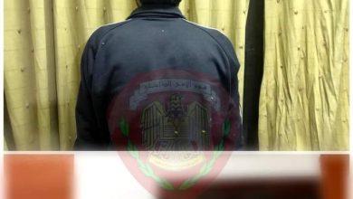 Photo of أقدم على ضرب صديقه بساطور على عنقه بقصد قتله ، وقسم شرطة المرجة يلقي القبض عليه