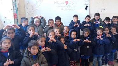 Photo of حملة كلنا أهل تصل قرية مجادل و توزع 476 معطفاً شتوياً