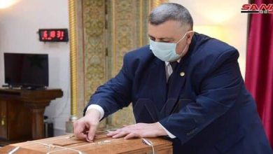 Photo of Closing and sealing box of written supports for candidates to presidential elections