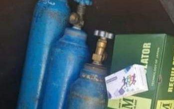 Photo of حملة كلنا أهل تقدم ثلاث اسطوانات اوكسجين لقرية حرفا